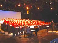 گروه کر 220 نفره شهر تهران در کنسرت فرهنگسرای بهمن