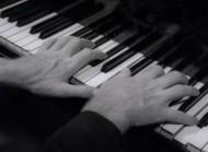 امروزه مدرسین پیانو بر این عقیده هستند که برای داشتن طیف وسیع و رنگهای متنوع در صدای پیانو، انگشتان باید توسط وزن بدن پشتیبانی شوند.