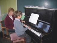 انتخاب یک استاد خوب پیانو نقش بسیار مهمی در پیشرفت نوازندگی هنرجو دارد.